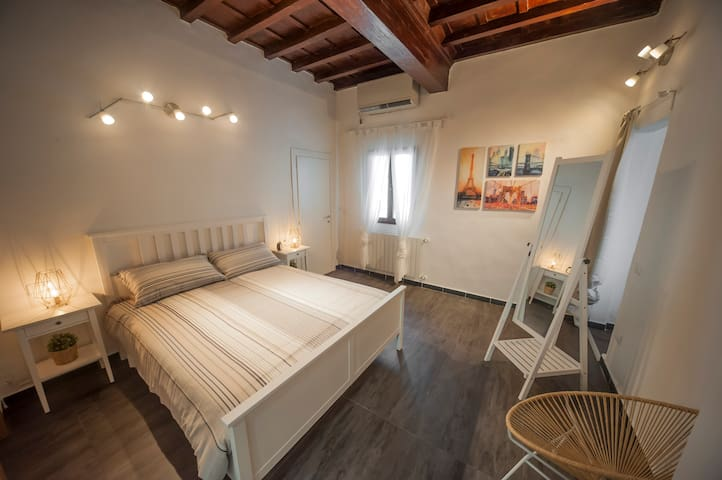 Artist apartment at 50 m to Piazza Santo Spirito