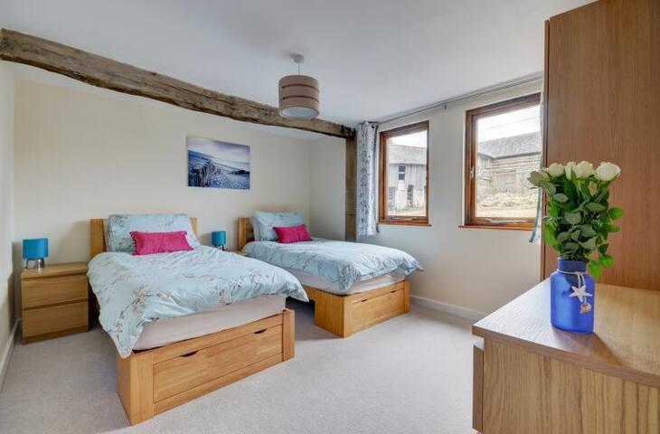 Bluetit twin bedroom