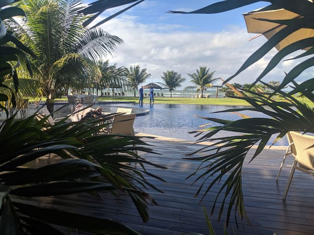 Melhor opção em Guarajuba, de frente para praia!!