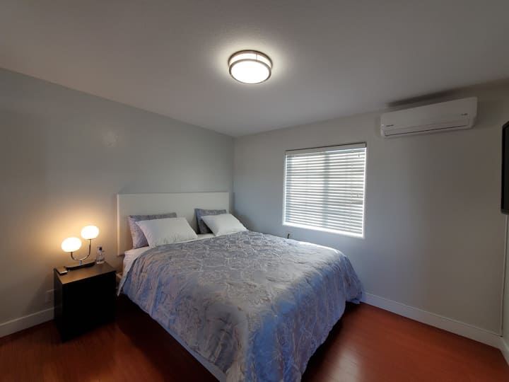 Quiet Large Upstairs Private Guestroom 4 You Only!