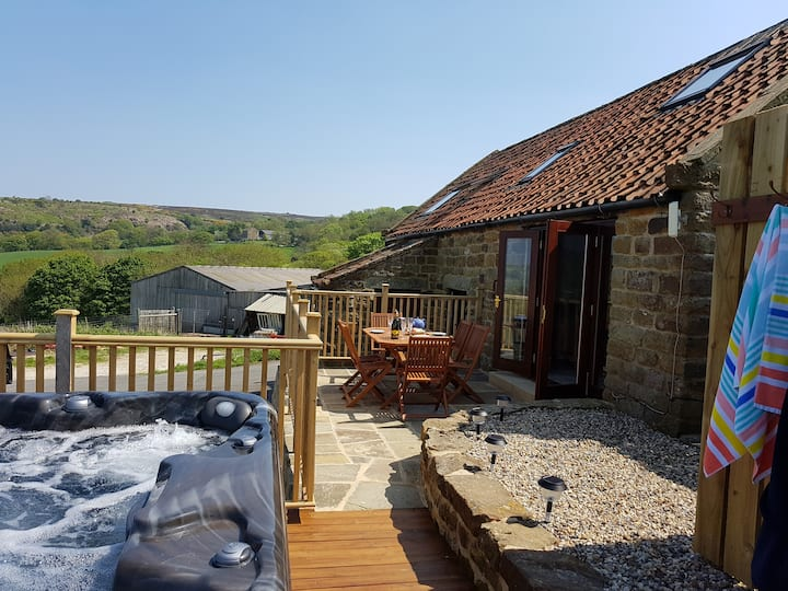 Willow Cottage nestled twixt coast and moorland
