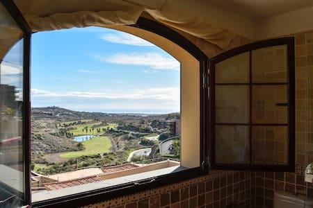 Disfruta de la Villa Green con grandes vistas - マスパロマス - 別荘