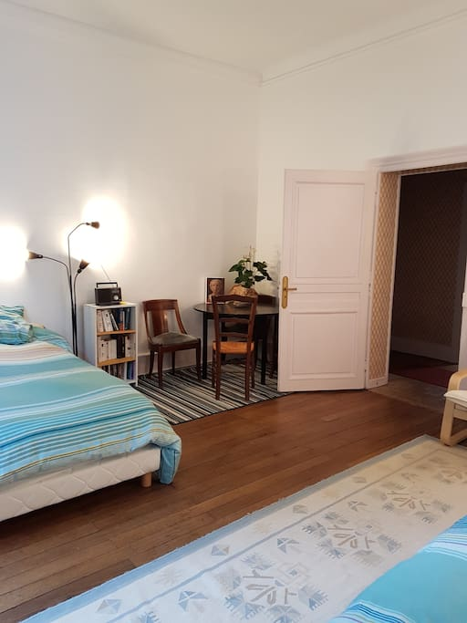 chambre bureau proche gare sncf c t jardin apartments for rent in moulins auvergne rh ne. Black Bedroom Furniture Sets. Home Design Ideas