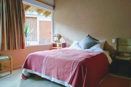 Lovely independent bedroom in Avándaro