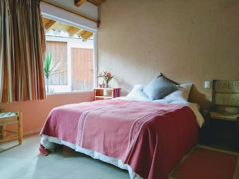 Lovely independent bedroom in Avándaro