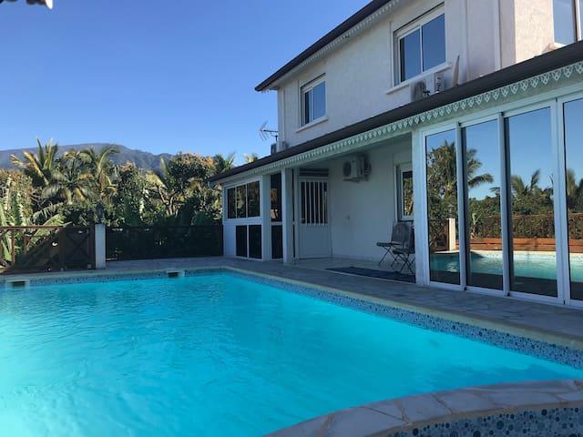 Villa piscine: étage privé, jacouzzi - 1 ch/2 pers