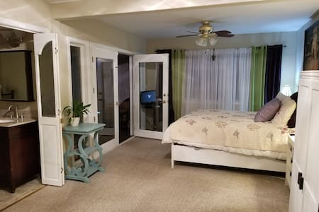 Cute & Cozy Cottage Feel- In Town Willits