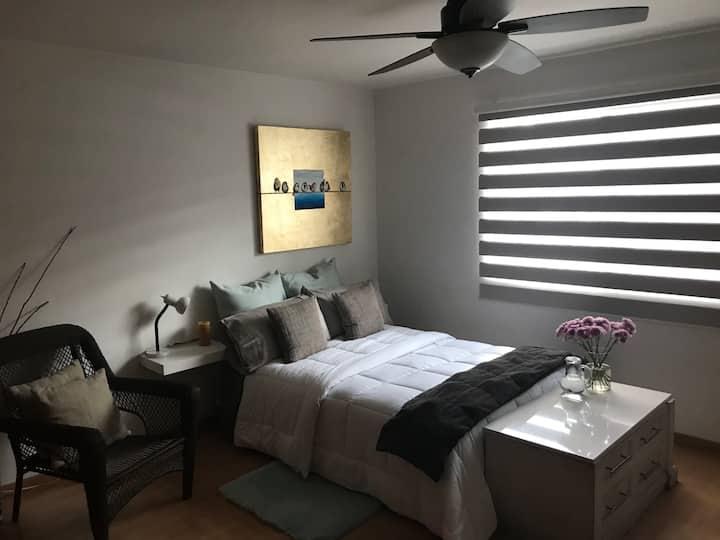 Habitación bonita, cómoda y bien ubicada