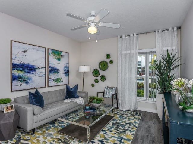 1BD With Office in Unit Outside of Orlando