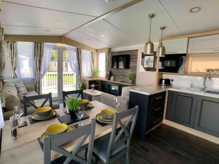 Lake District Getaway - Brand new static caravan