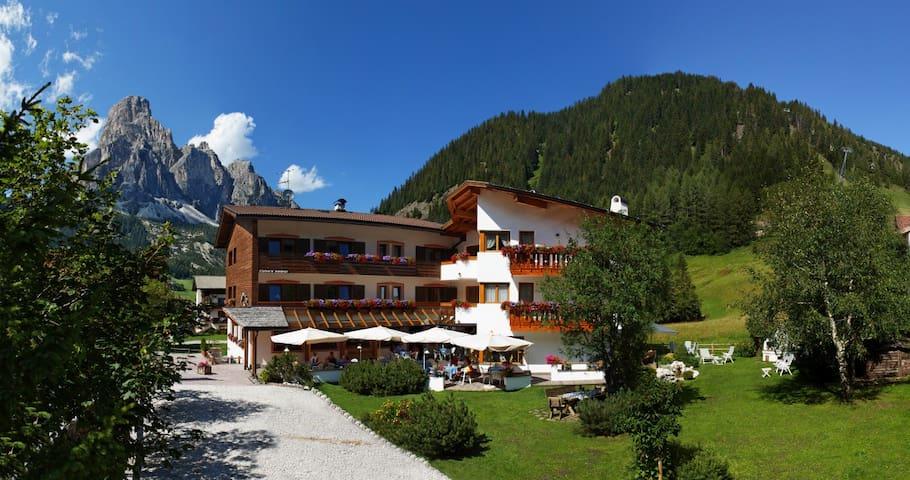 Garni ** /B&b RAETIA in Corvara -Alta Badia - Corvara In Badia - Bed & Breakfast