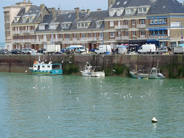 bateaux de pêche avec vente directe sur le quai