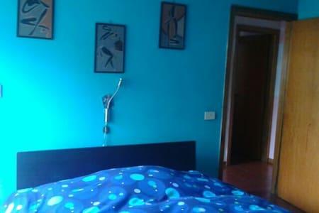 Camera Blu con giardino - Foligno - 公寓