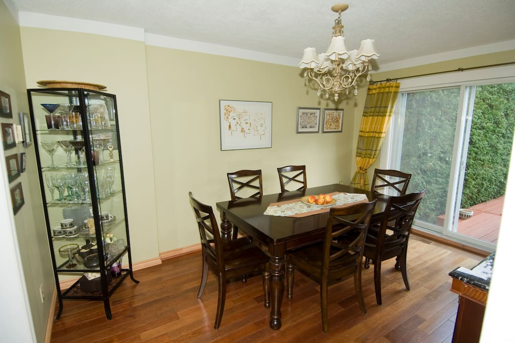 dining room with patio door to the deck in the backyard