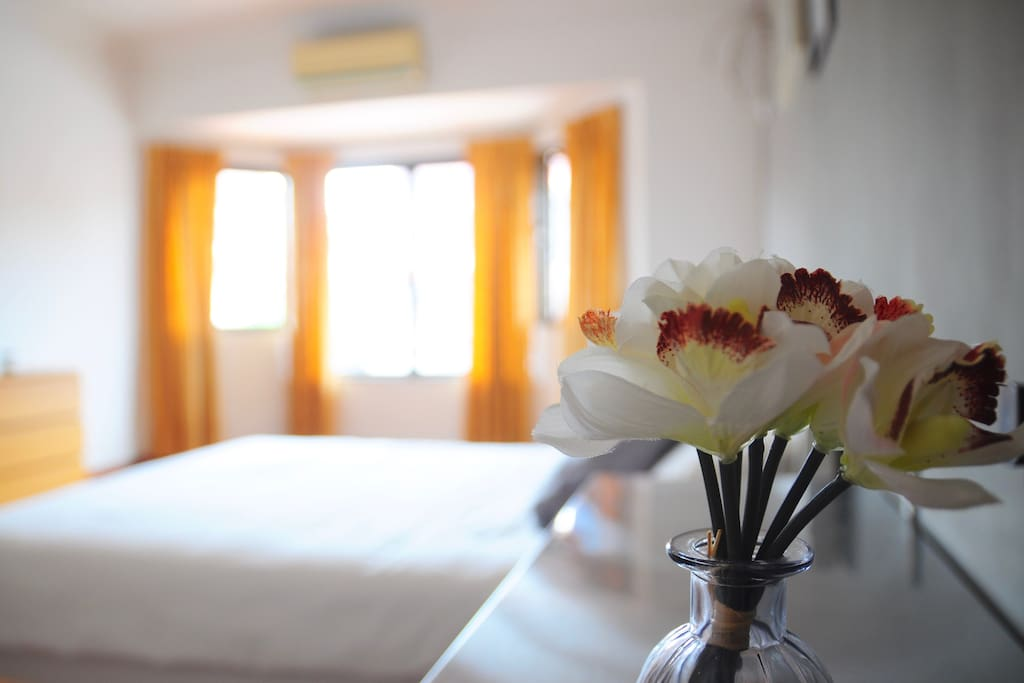Bedroom 2A (Level 2): A Spacious Master Bedroom with 1 Hotel Standard Queen Bed and 1 Single Bed, with Attached Bathroom