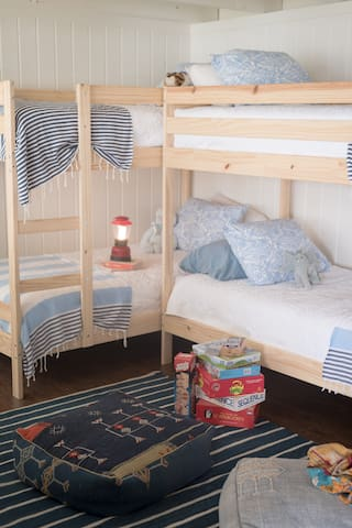 Bunk Room Lakefront Home