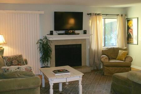 Spacious 3BR condo, great location - Mount Pleasant