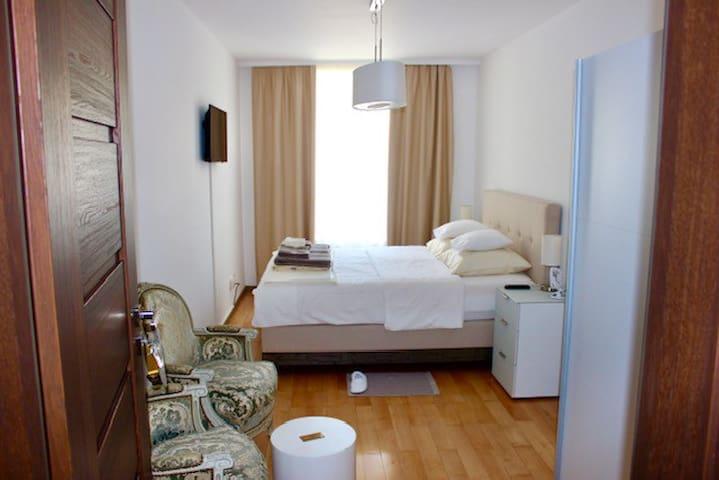 Neue Hotelzimmer im Zentrum von Erlach.