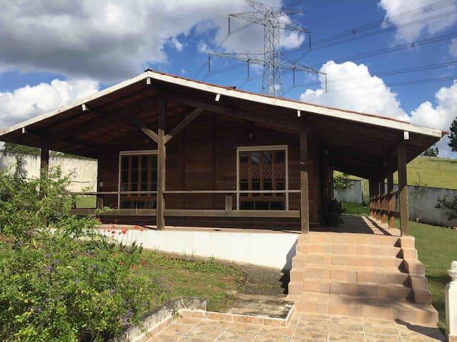 Casa de madeira pré fabricada