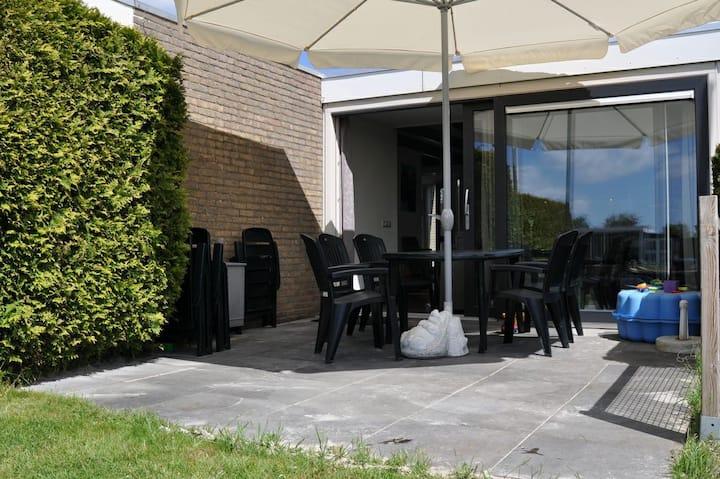 Vakantiehuis Sprakeloos,aan water, Friese Meren 6p