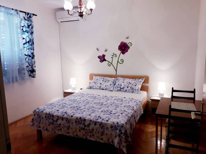 Blue room for two