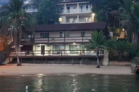 Casa espetacular com praia particular em Angra.