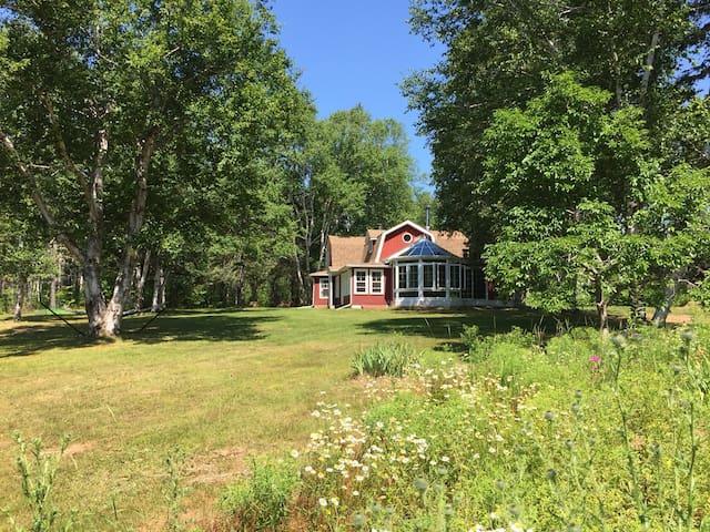 Rona Hill Garden Home