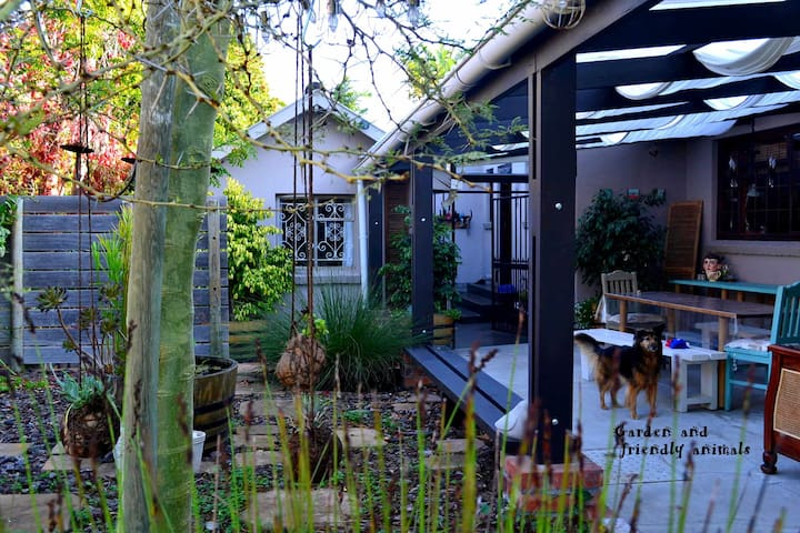 Mountbatten place, Cape Town - Cape Town - House