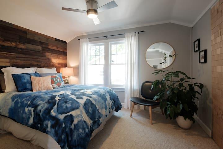 12 South/Belmont Loft Apartment
