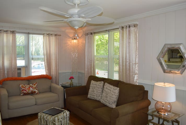 """Lil Pearl"" awaits YOU...  Book your stay now! - Folly Beach - Bungalov"
