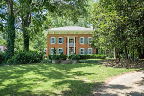 Dixie Manor- Luxurious, Charming and Historic!