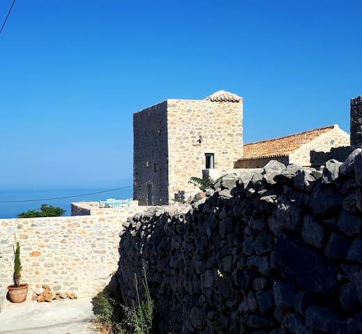 Authentique tour Maniote, superbe vue sur la mer