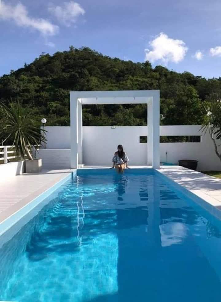 Private Luxury white house at Phranburi for 8 pax