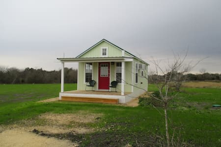 Bee Cottage   at River Oaks Farms Round Top, Texas - Round Top - 小平房