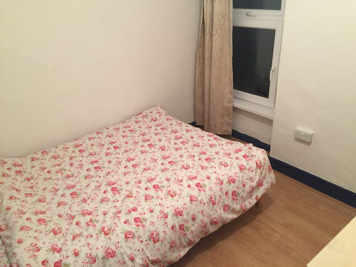 1 double room in Cardiff