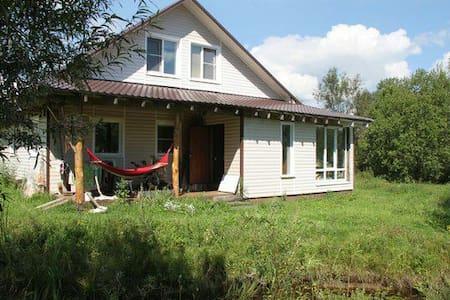Дом на берегу реки под Череповцом