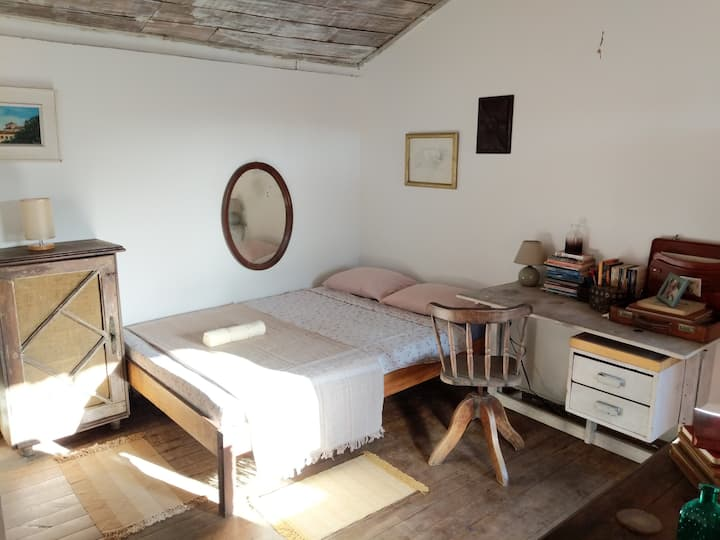 Bohemian Terraced Studio in the Historic Centre