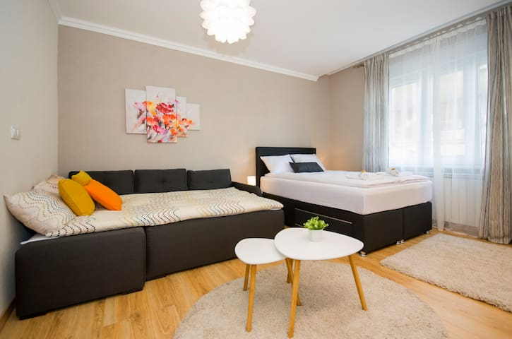 Centar brend new apartment with PARKING 5euro/day