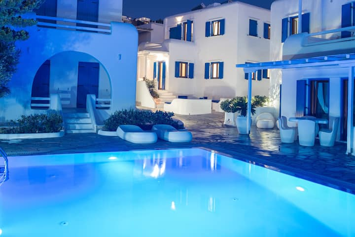 Olive Tree, Mykonos Town House with Pool