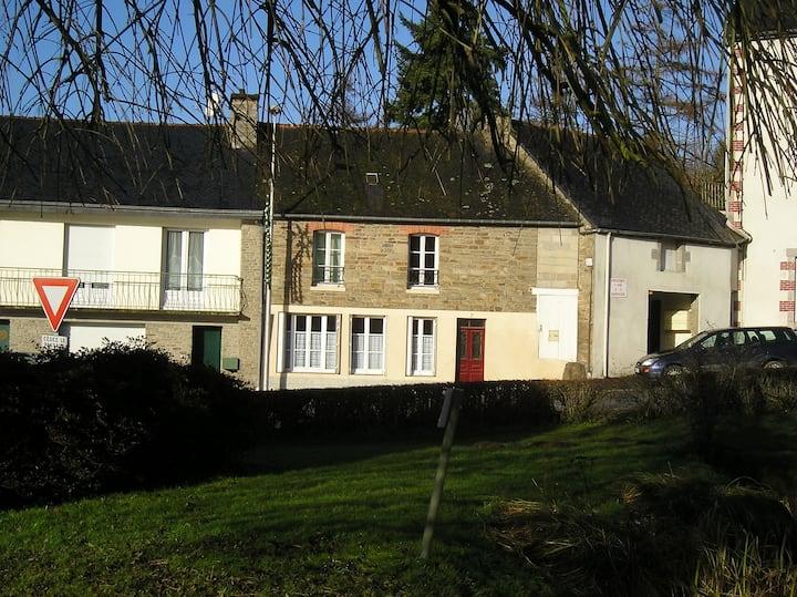 Cosy village house in rural Plouguenast