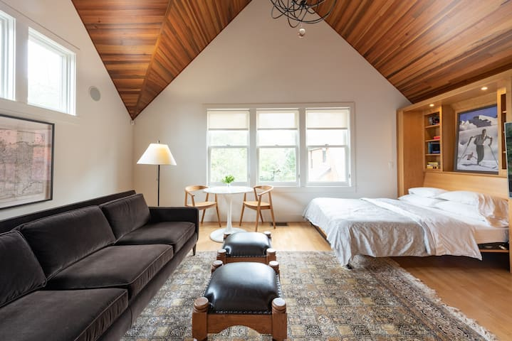 Central Austin Luxury Loft - Completely Private