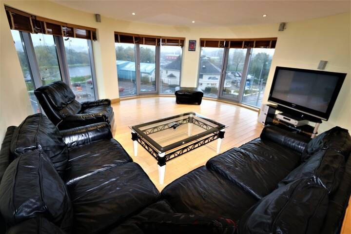 Town Centre 3 Bedroom Luxury Lakeland Penthouse