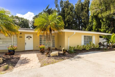 *BOOK 2021 NOW! SARASOTA'S SECRET BEACH VILLA! *