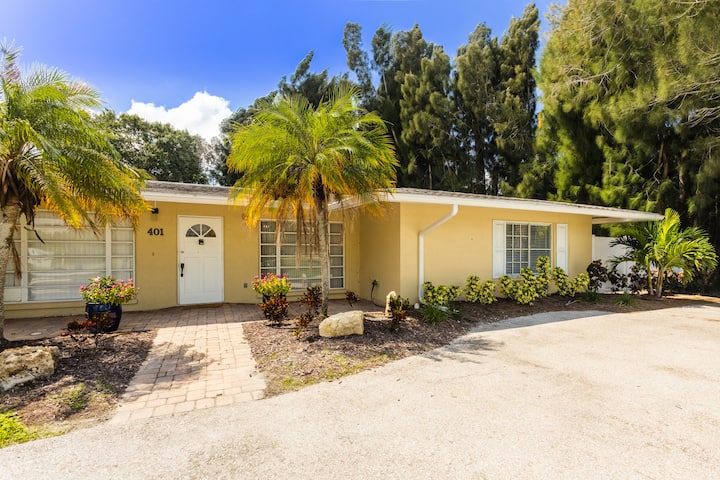 *SARASOTA'S ROMANTIC BEACH VILLA! Newly remodeled!