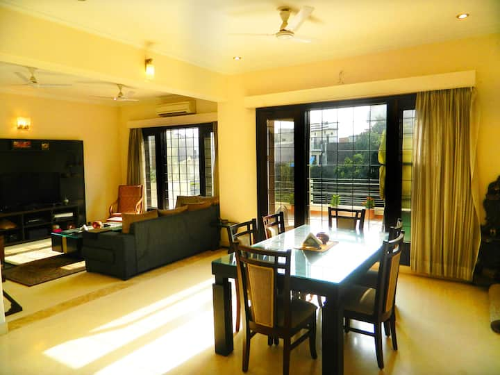 Pr. Room w Bath/WiFi/Bfast/Kitchen & Pr. Entrance