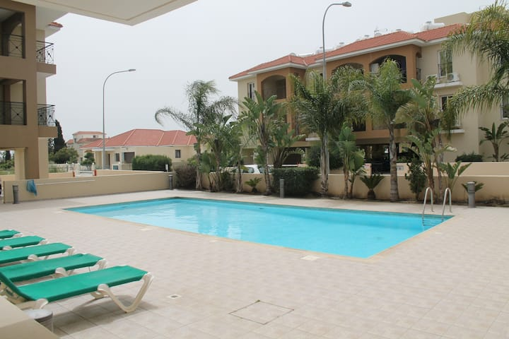 1 bedroom apartment with rooftop terrace and pool