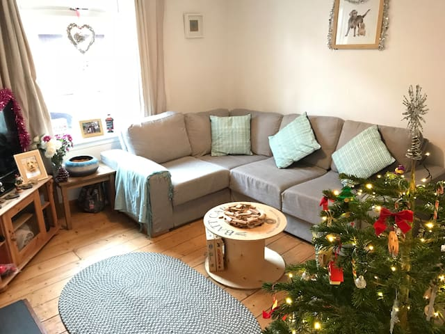 Charming holiday cottage, central Cheltenham