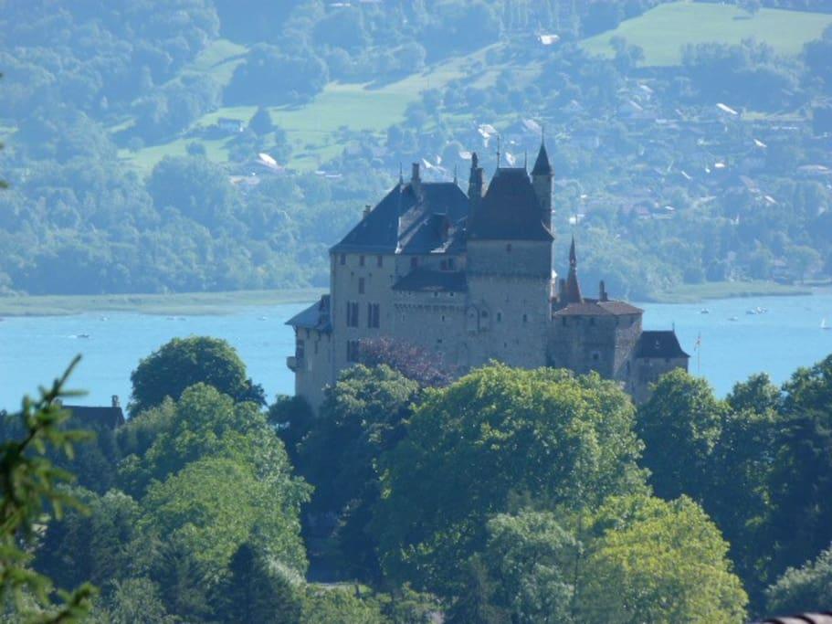 Maison d avec jardin vue lac annecy maisons louer for Jardin du chateau annecy