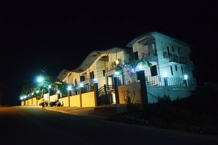3 AC Boutique Rooms with Pool Close To The Airport