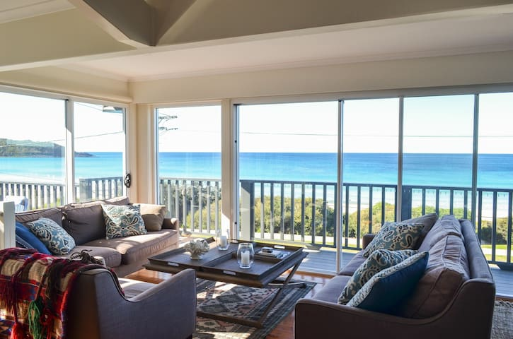 MOLLYMOOK GLASS HOUSE -luxury beach front property